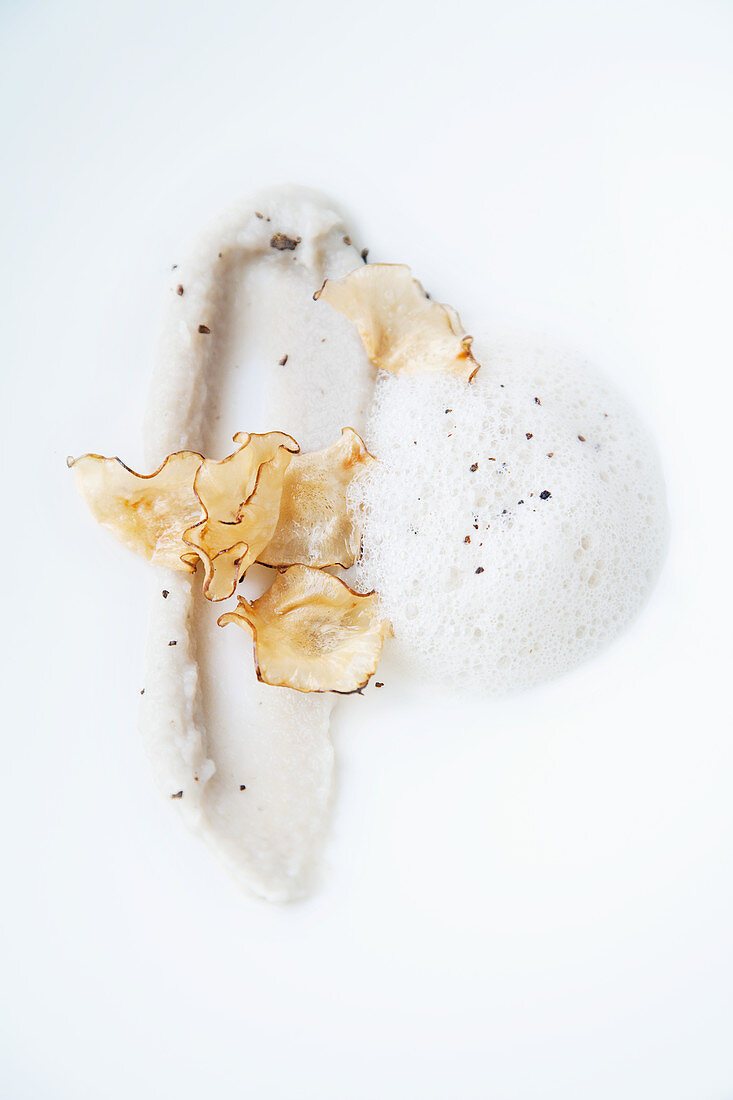 Jerusalem artichoke soup with cinnamon flowers