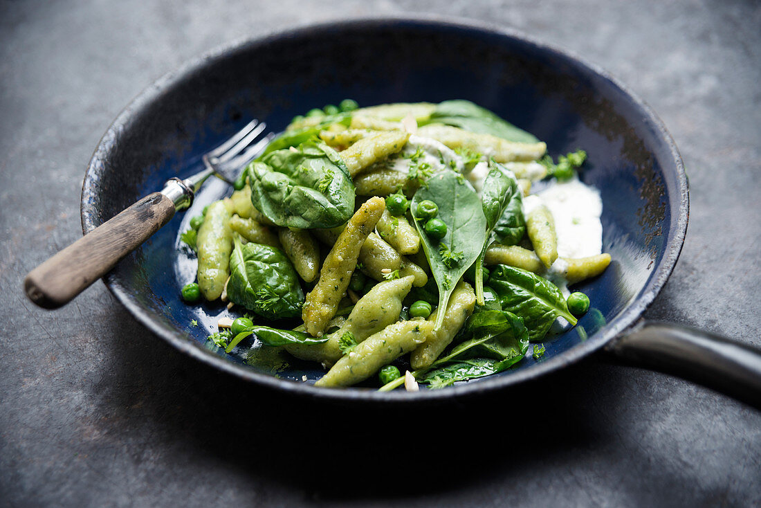 Vegan spinach orzo pasta with peas, fresh spinach and cashew cream