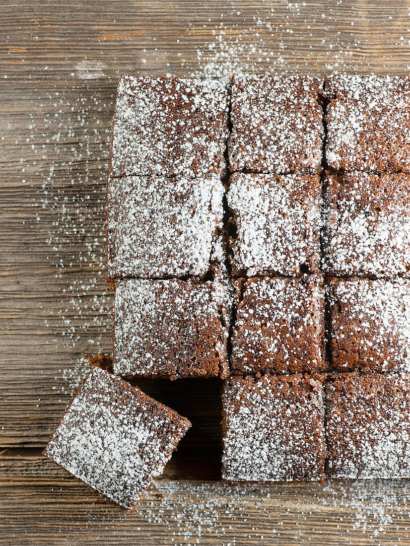 Gingerbread cake tray bake, sliced (top view)