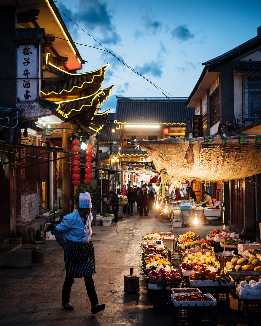 Street scene at night in Dali (Yunnan Province, China, Asia)