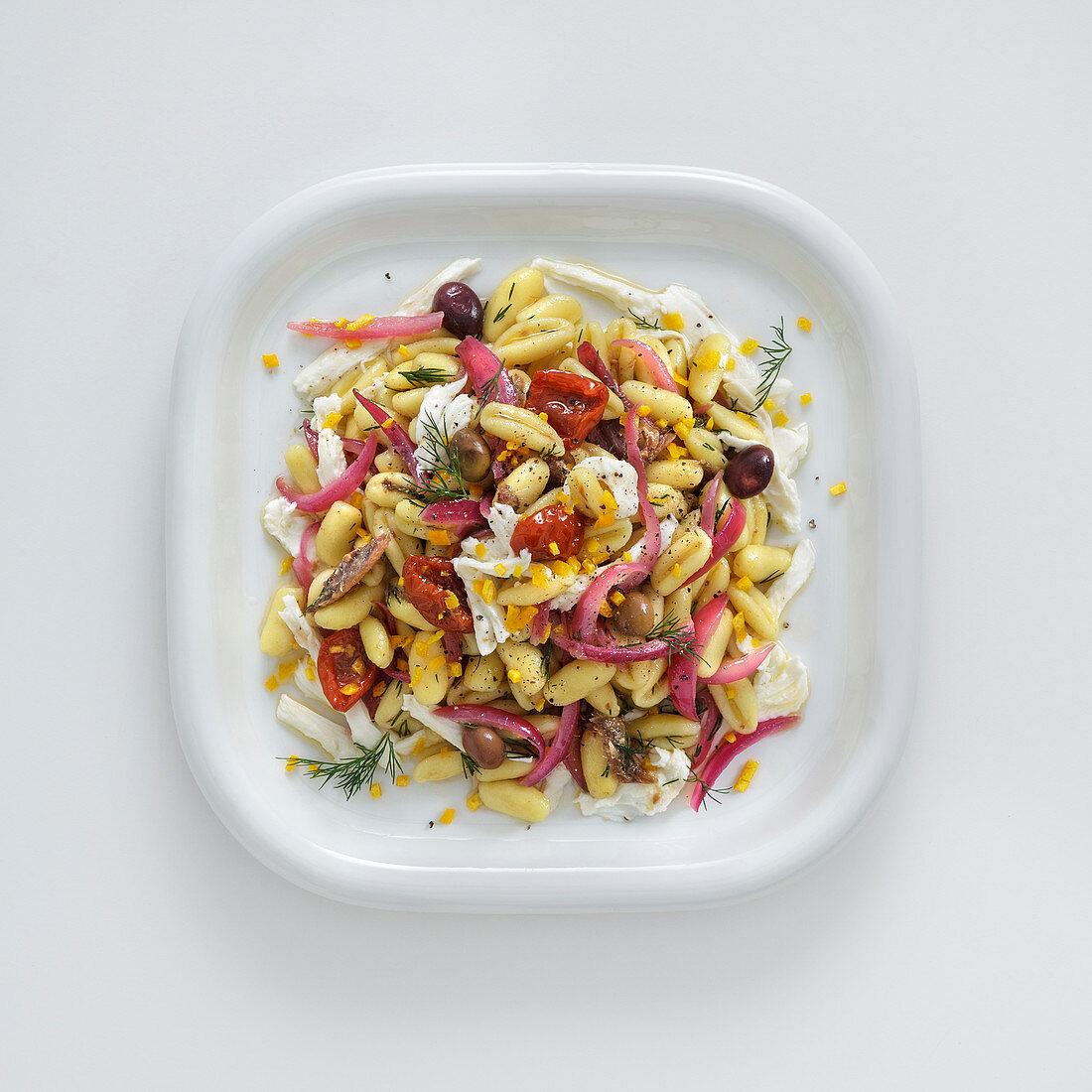 Cavatelli con cipolle rosse e acciughe (Nudeln mit roten Zwiebeln und Anchovis, Italien)