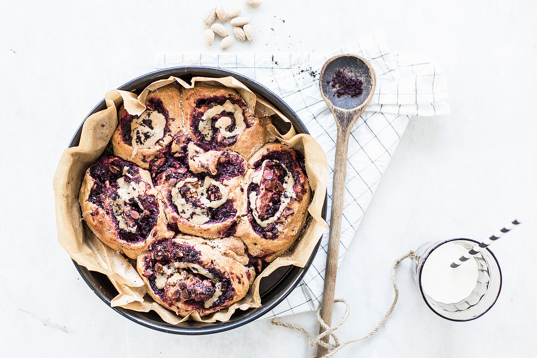 Raspberry and acai buns with hazelnuts and nut butter