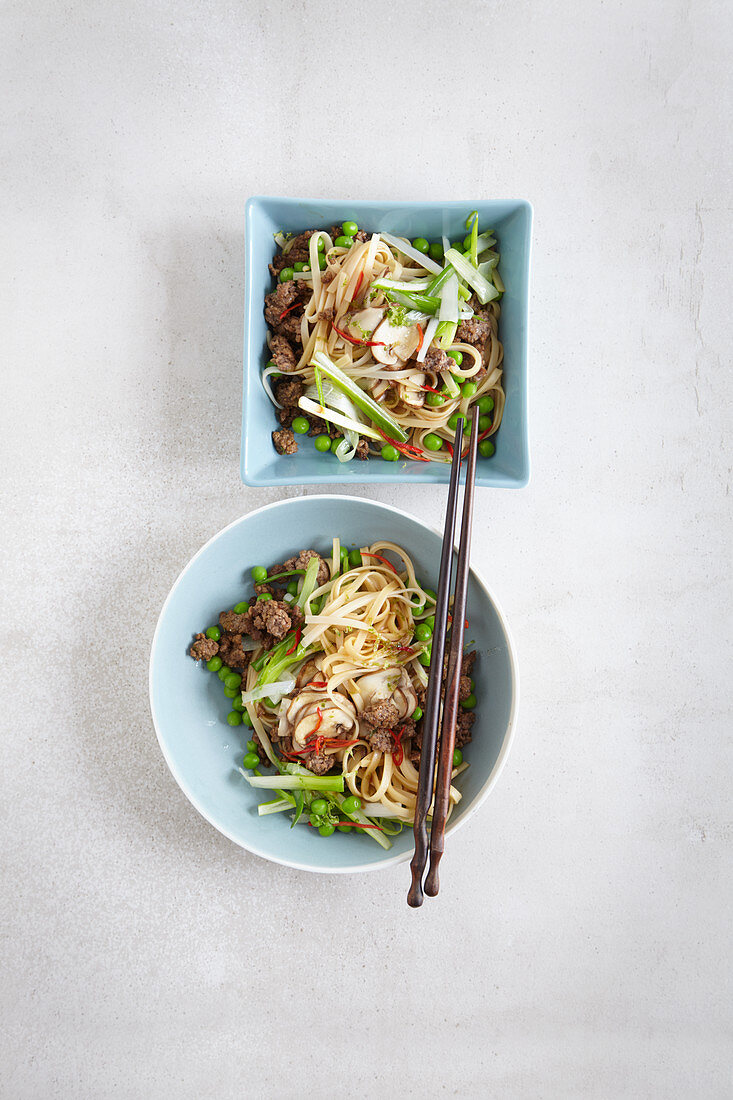 Stir-fried glass noodle salad with beef