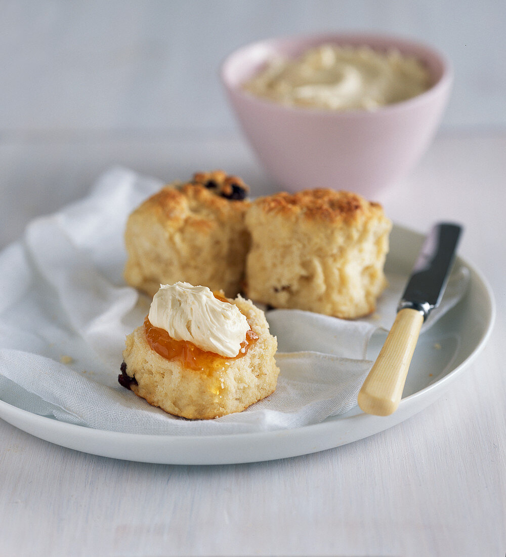 Date scones with apricot jam and brown sugar cream