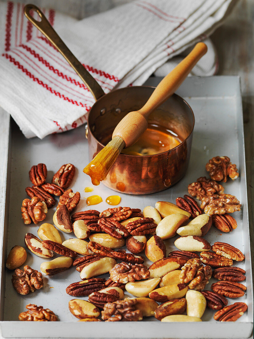 Honey glazing nuts for topping cakes