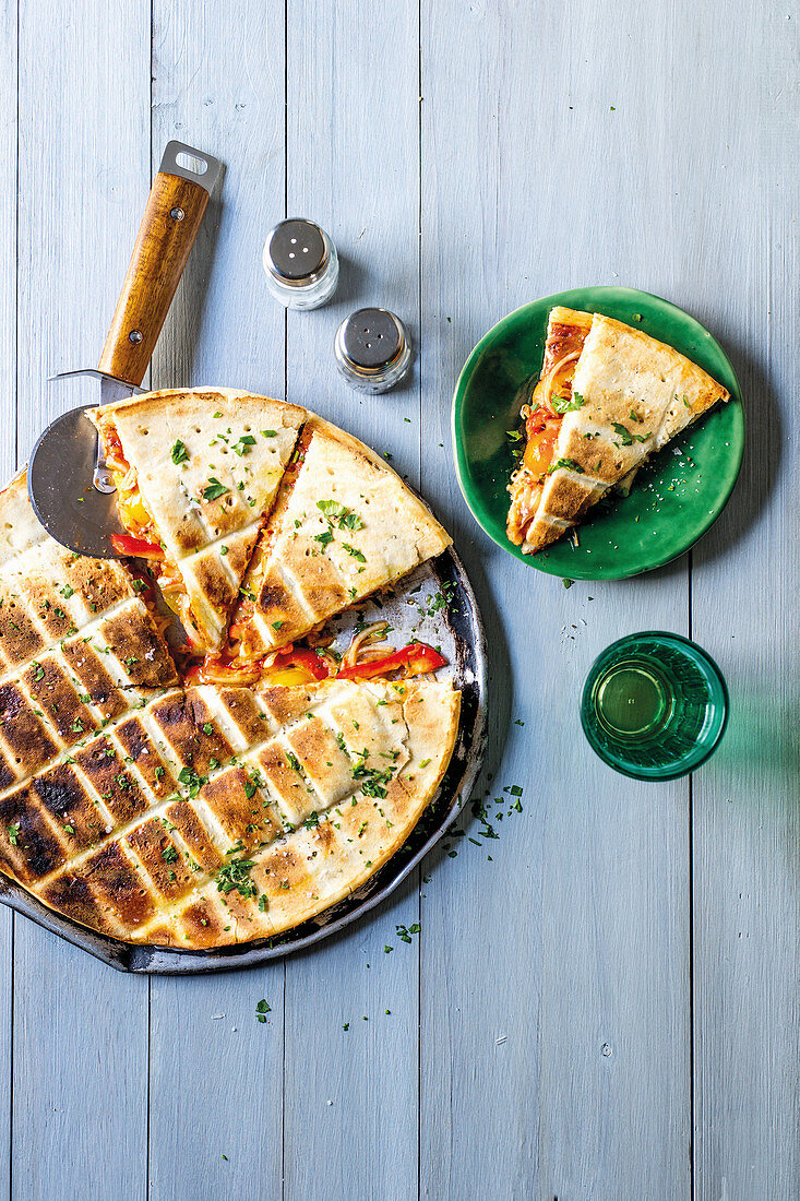 Stuffed grilled pizza