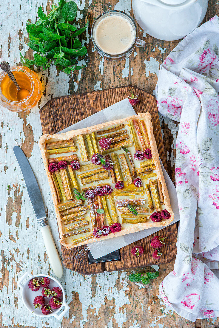 Rhubarb and raspberry pie with quark filling