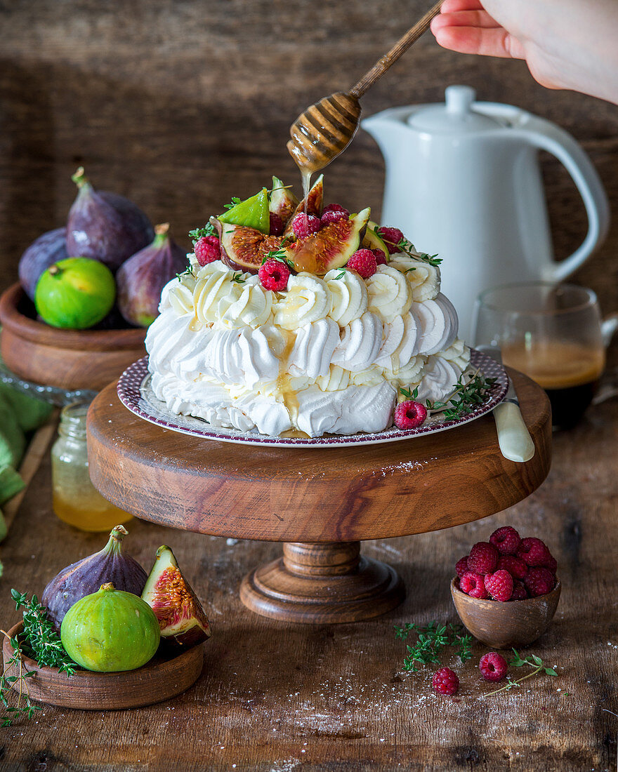 Pavlova with figs and dripping honey