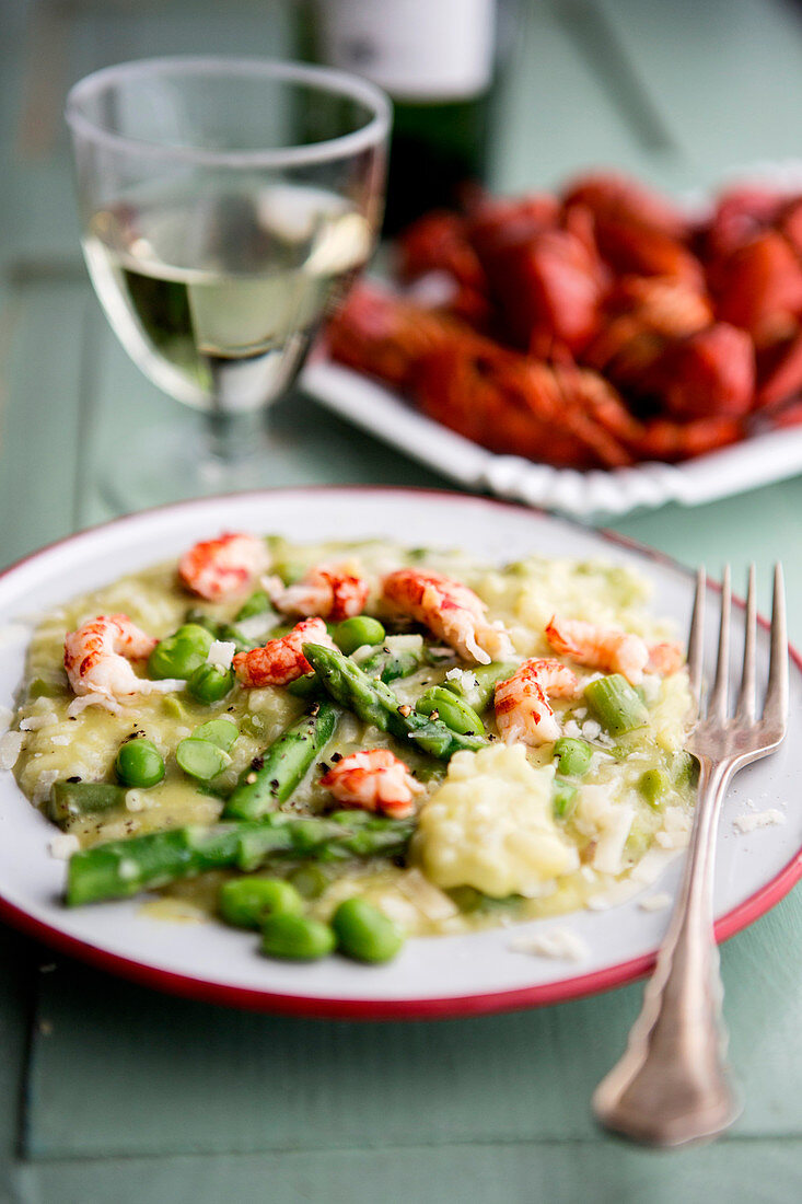 Risotto with asparagus, peas and seafood