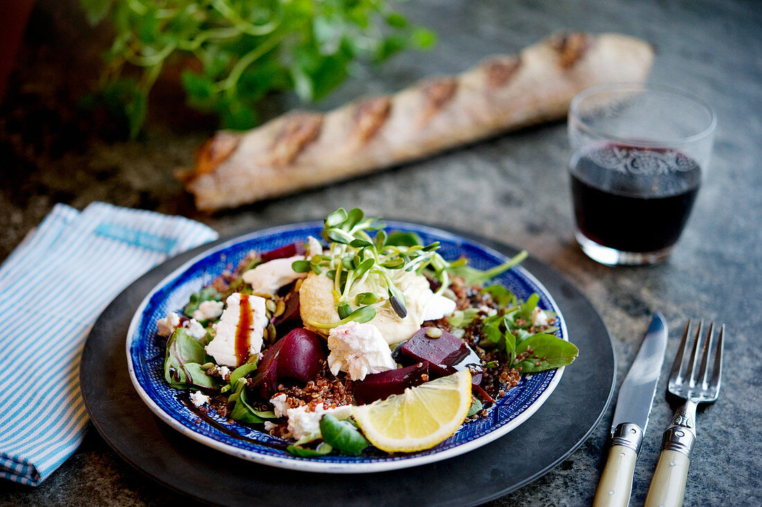 Quinoa salad with beetroot, spinach and goat's cheese