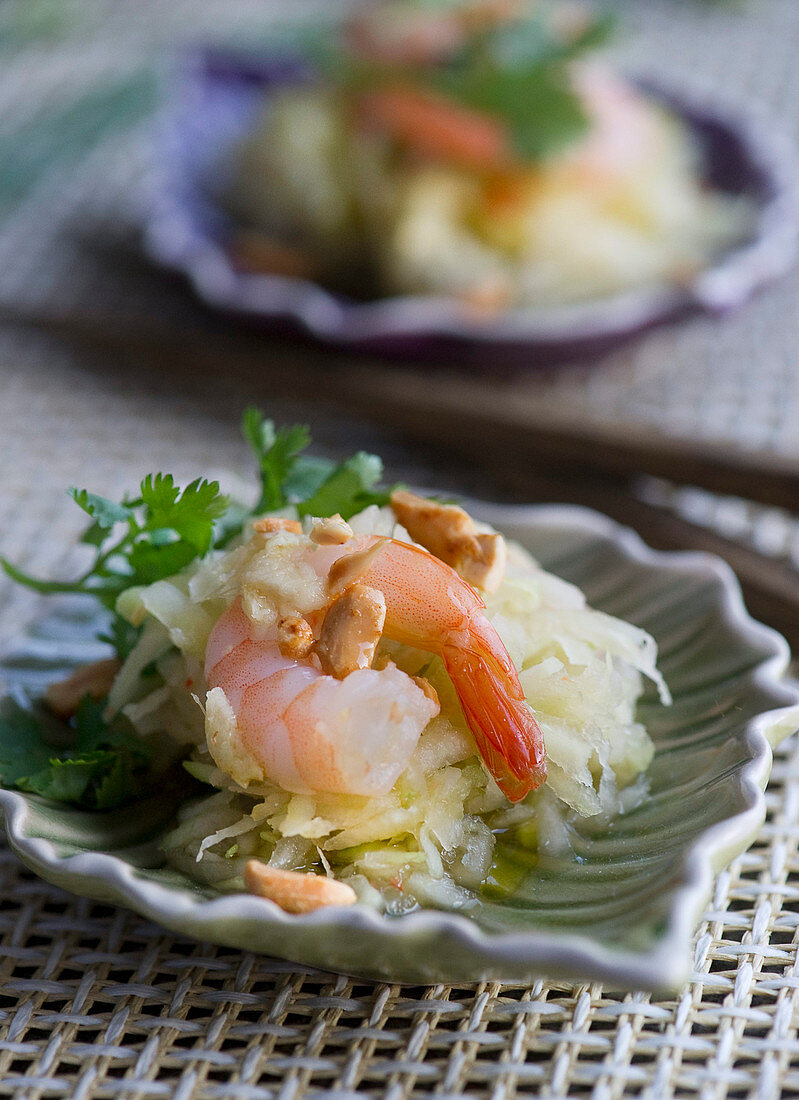 Green papaya salad with prawns (Thailand)