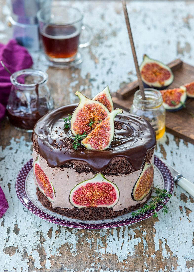 Chocolate cream cake with figs