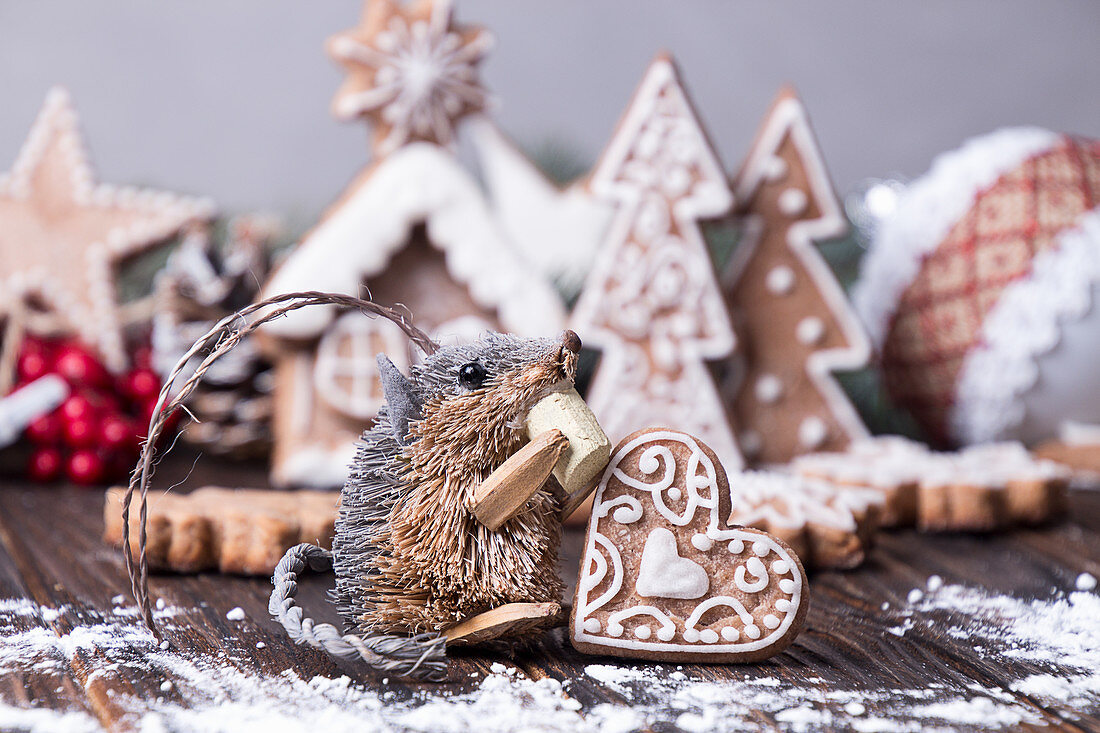 Christmas decoration - Mouse and gingerbread cookies