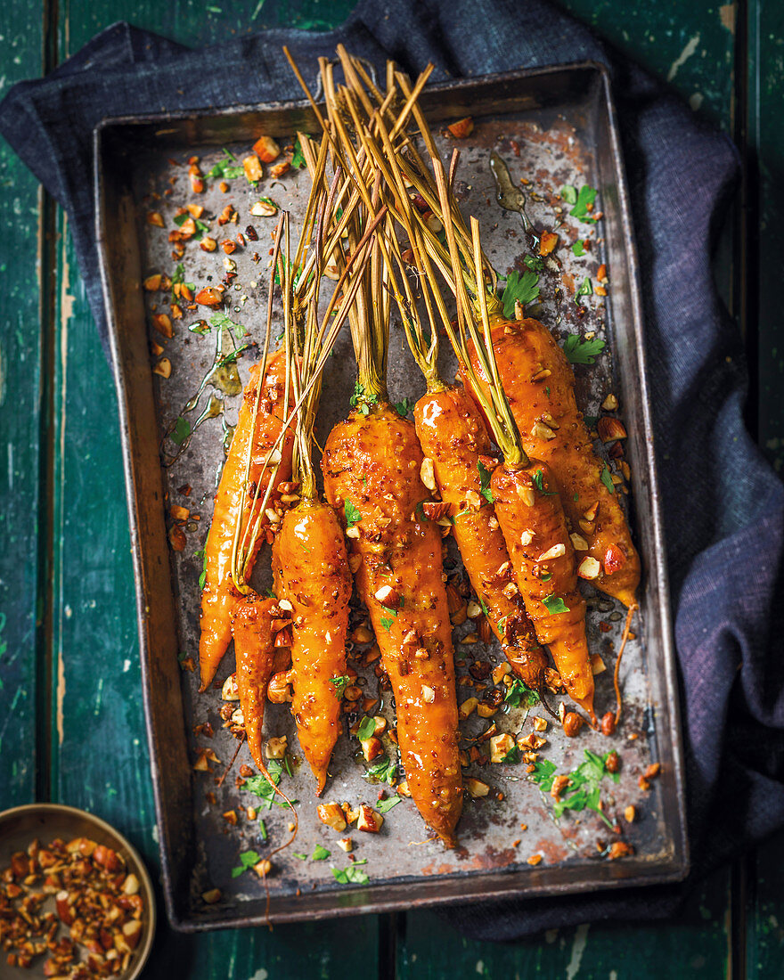 Roasted carrots with honey and almonds