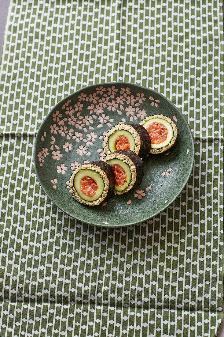 White quinoa and cucumber maki with salmon tartare