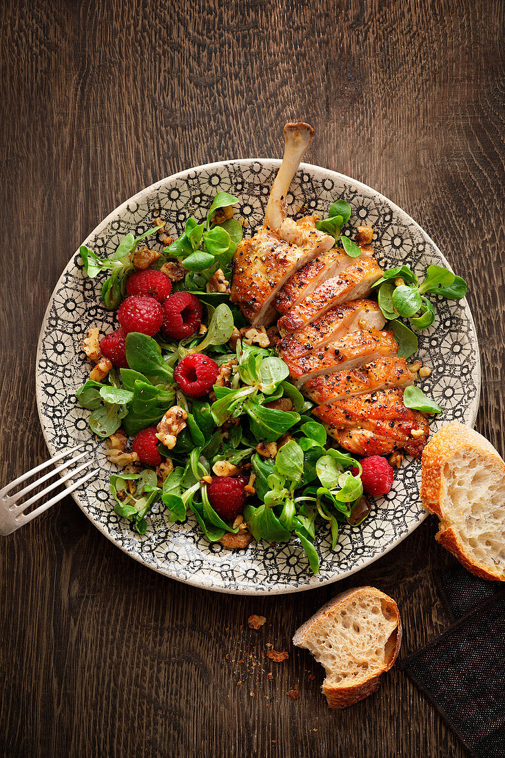 Guinea fowl breast with lambs lettuce and raspberry dressing