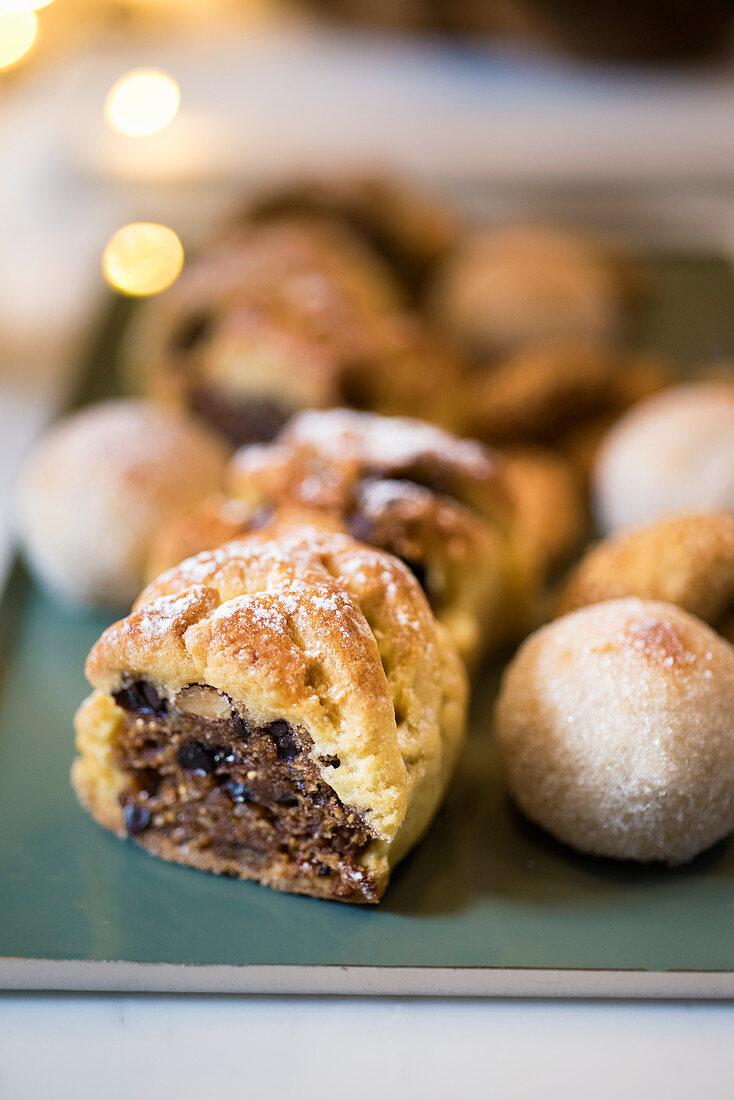 Buccellati alla frutta secca e canditi (Sicilian Christmas biscuits with dried fruit, Italy)