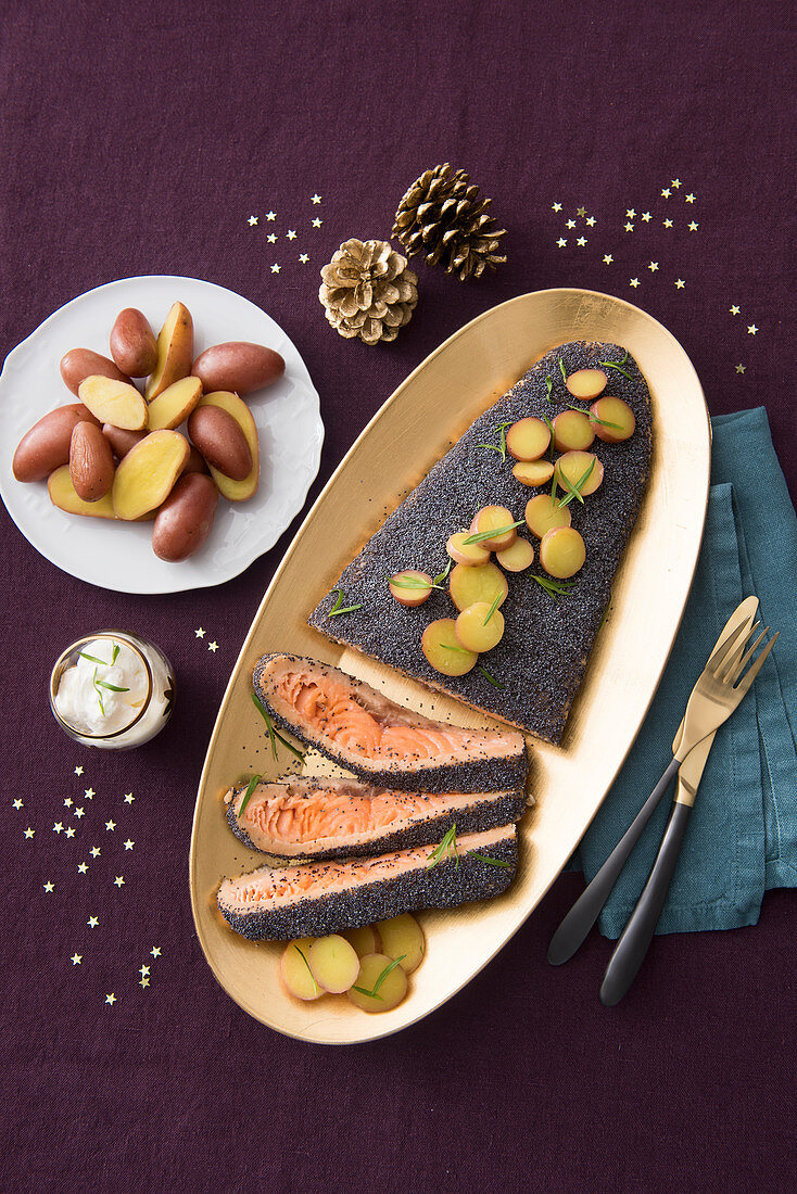 Salmon fillet with a poppy seed crust, red potatoes and horseradish cream