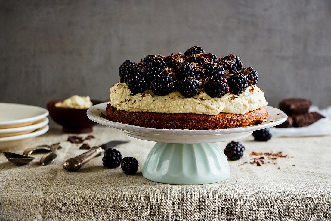 Blackberry cake with mascarpone cream and chocolate