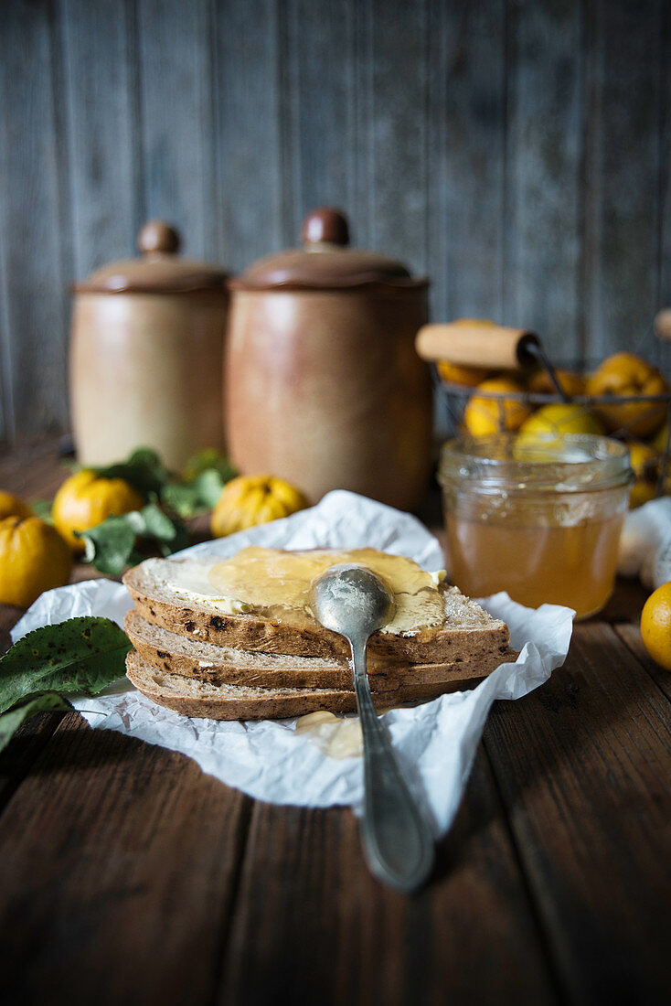 Bread with margarine and quince jam