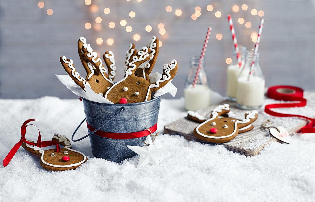 Gingerbread reindeer faces