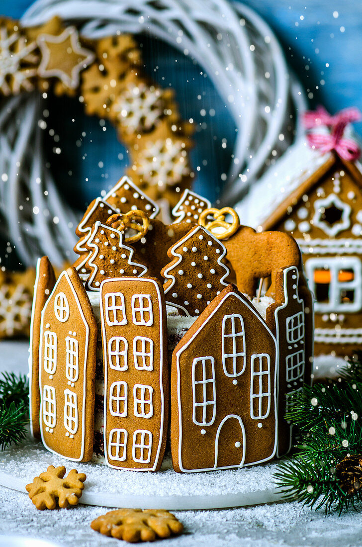 Cake decorated with gingerbread houses