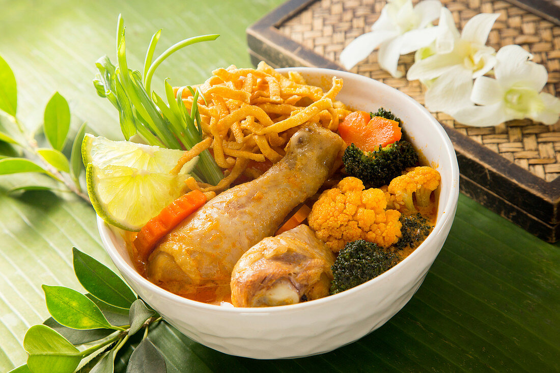 Khao Soi with chicken and vegetables (Northern Thailand)