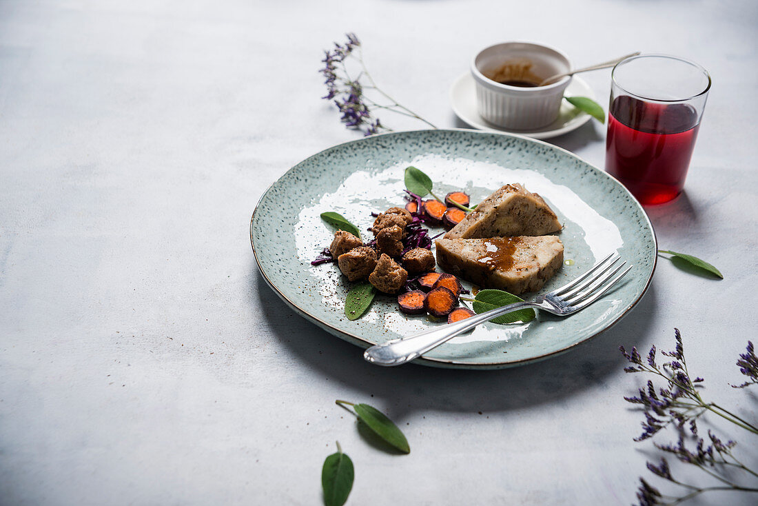 Napkin dumplings with red cabbage, carrots and soy vegan (vegan)