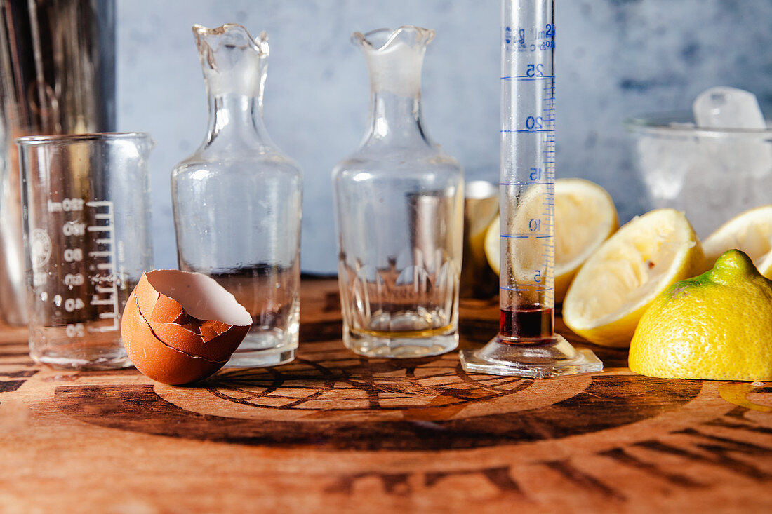 Ingredients for a New York Sour cocktail