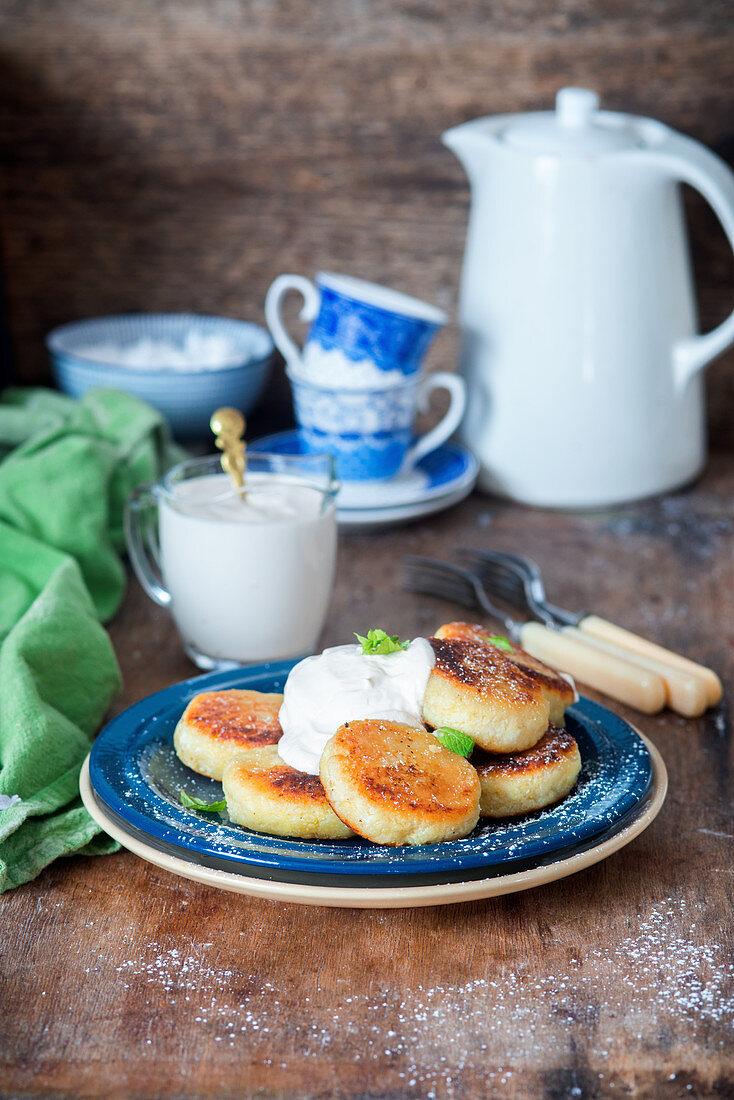Syrniki (cottage cheese pancakes) with sour cream