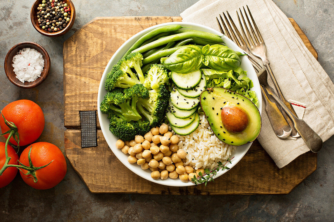 Vegan lunch bowl with rice, chickpeas and green vegetables