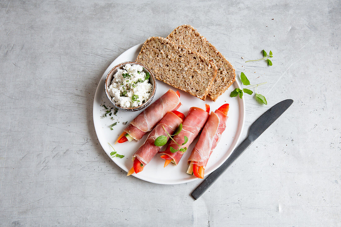 Raw ham and vegetable rolls with cream cheese and wholemeal bread