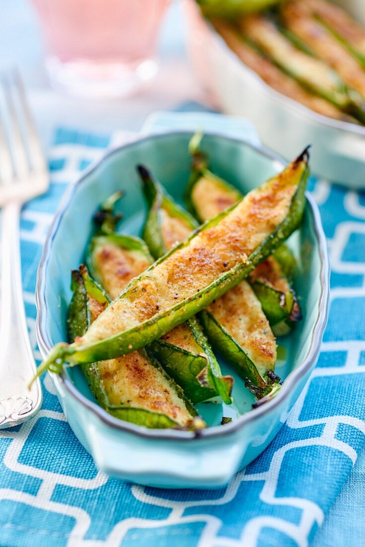 Pea pods with cod and mashed potatoes