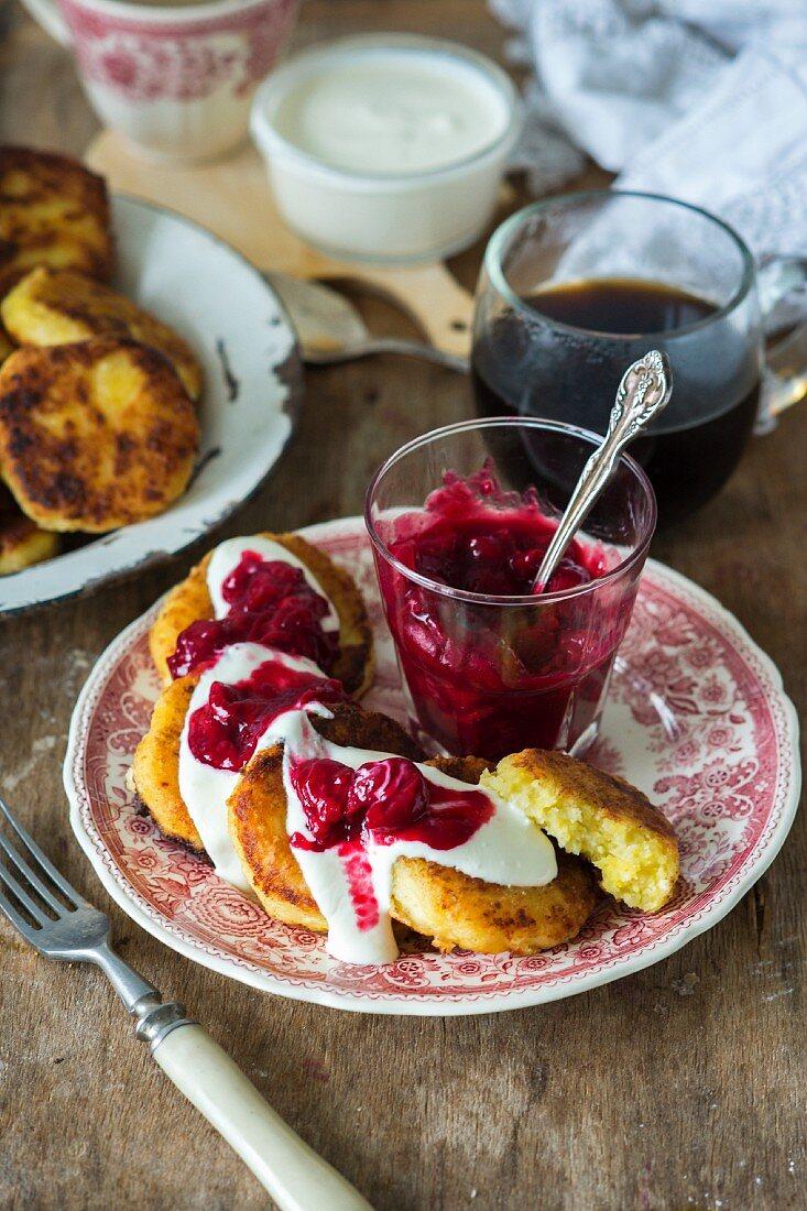 Cottage cheese pancakes (syrniki)