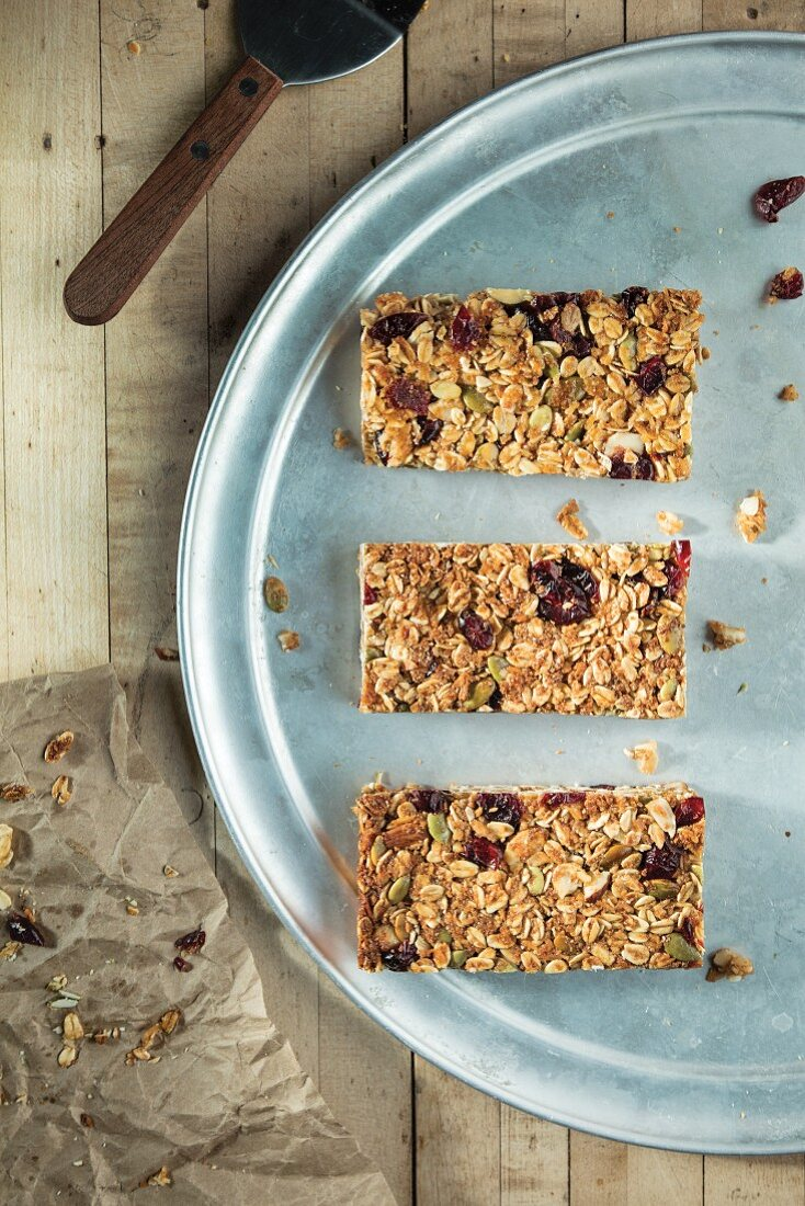 Dried cranberry granola bars