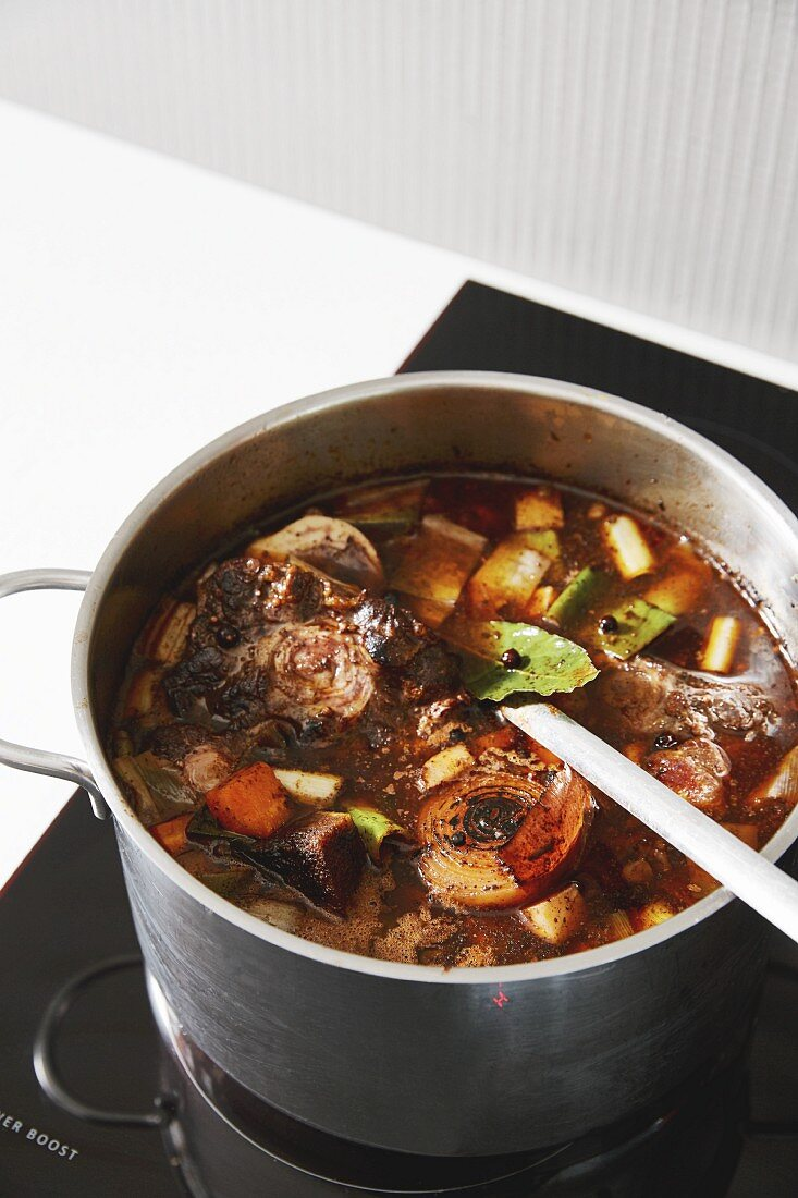 A dark gravy made using bones, vegetables and spices