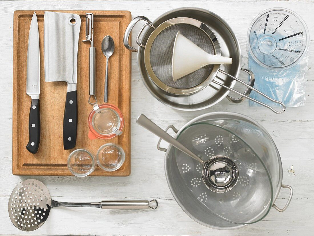 Kitchen utensils for making a poultry broth