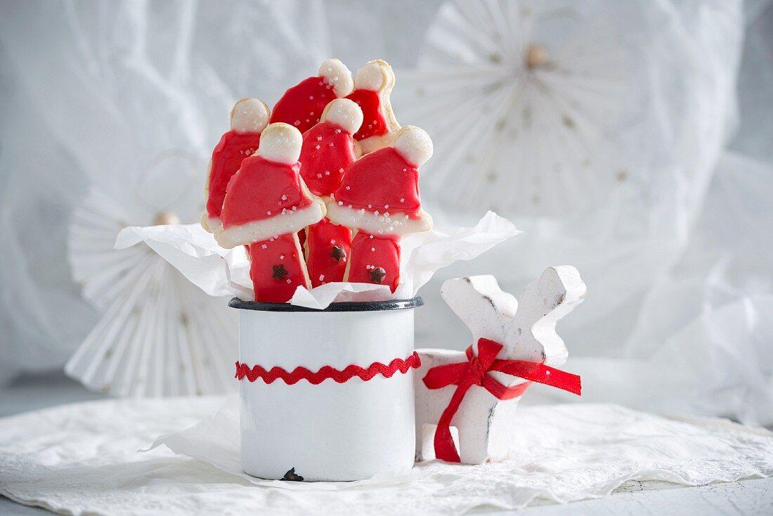 Vegane Weihnachtskekse in einer Tasse