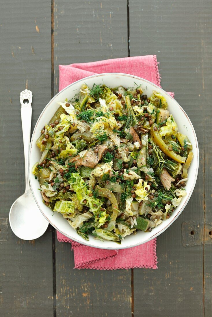 Braised savoy cabbage with black lentils, green pepper and dried mushrooms