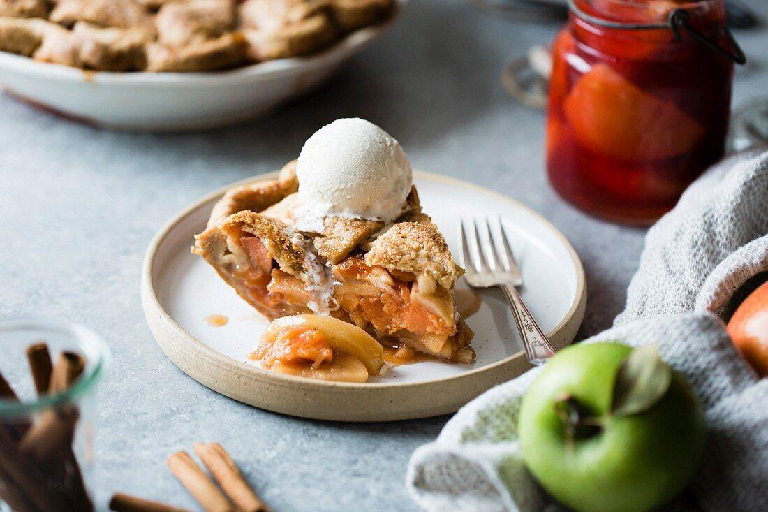 Glutenfreier Gitterkuchen mit Äpfeln und Quitten
