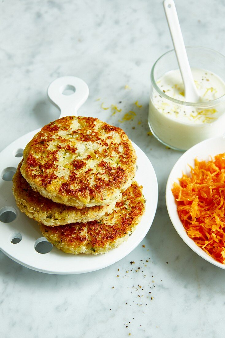 Cauliflower fritters with lemon and yoghurt dip (diet)