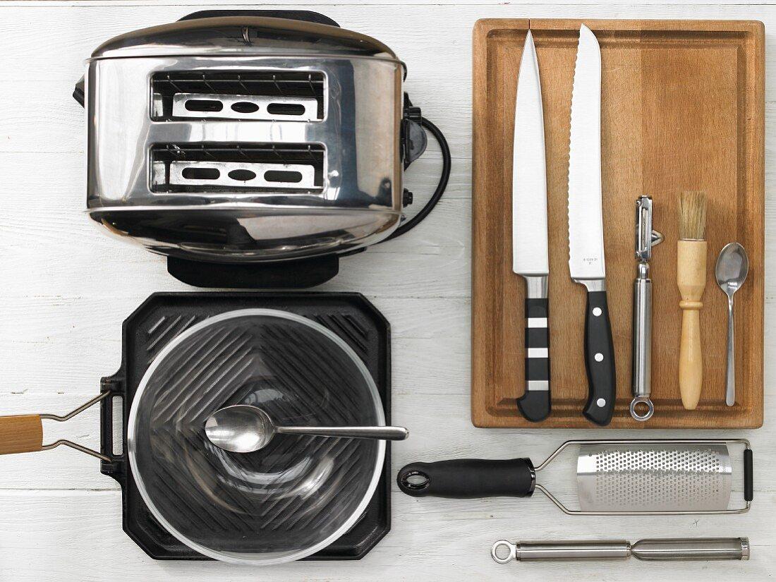 Kitchen utensils for making rye bread with horseradish quark and apple slices