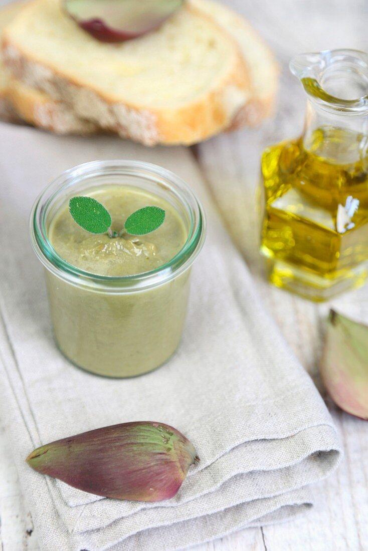 Artichoke cream in a jar