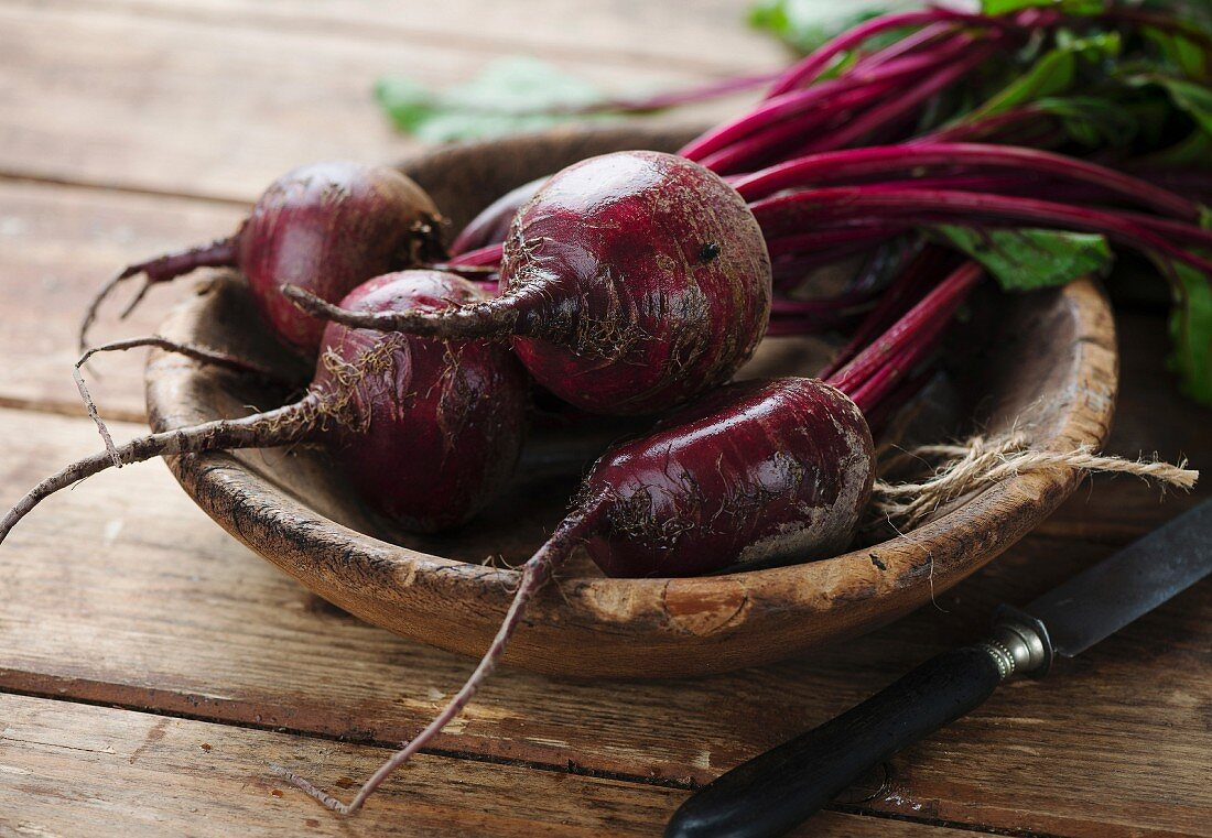 Beetroot and knife