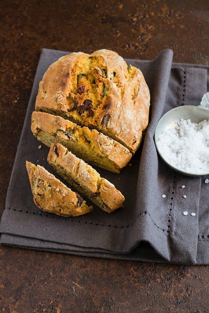 Olive e pomodori secchi alla farina di ceci