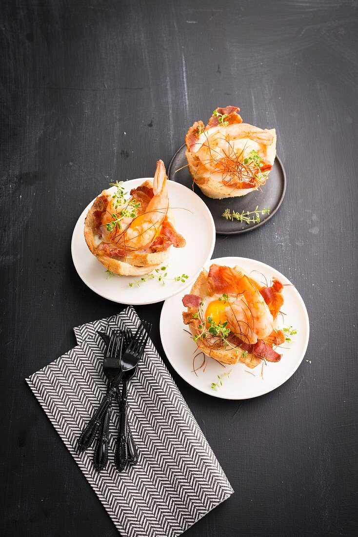 Gamba prawns in toast bowls with fried eggs