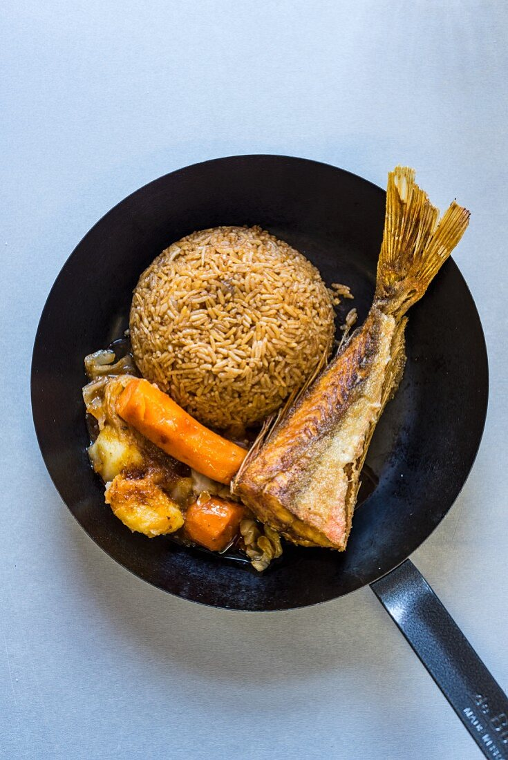 Fried fish with wild rice and vegetables (South Africa)
