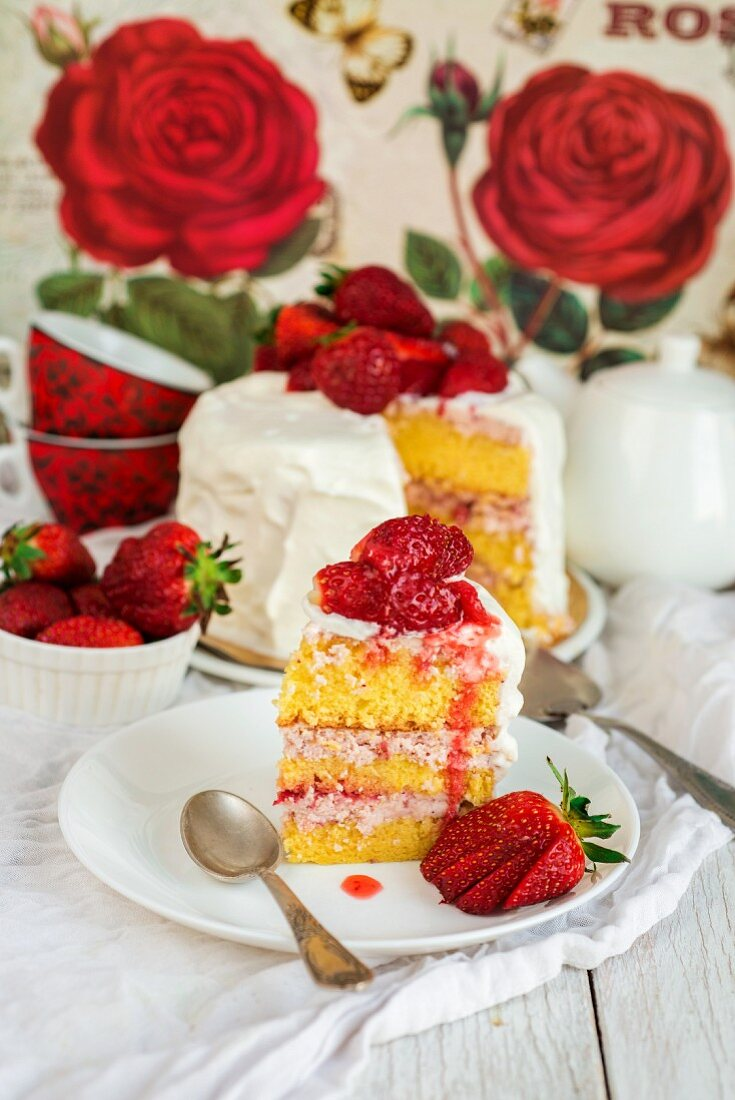 Vanilla and strawberry cake with a slice cut out