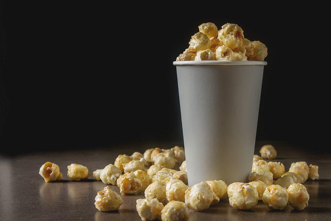 Popcorn im Becher