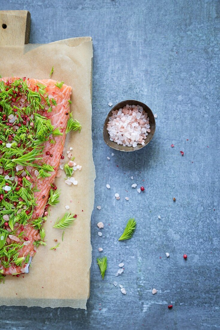 Salmon with spruce tips, Himalayan salt and pink pepper